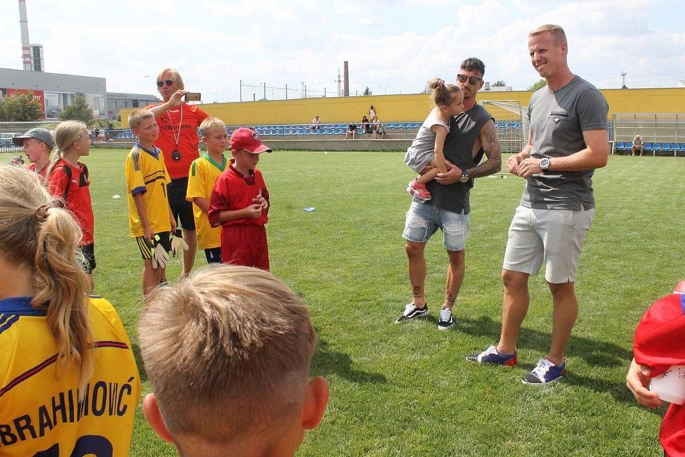 David Limberský a Milan Petržela při návštěvě tréninku malých fotbalistů Senca Doubravka.