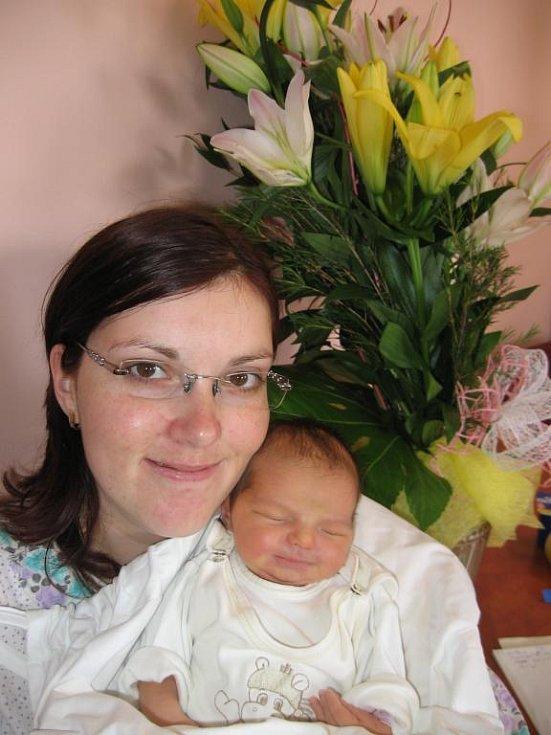 Lence a Jaromírovi Krátkým zPrahy se 27. května v9.08 hod. narodila ve FN vPlzni prvorozená dcera Michaela (3,12 kg/50 cm)