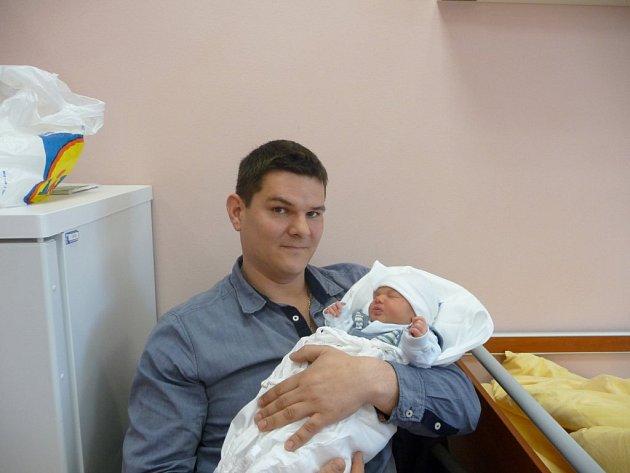 Filip (3,51 kg, 51 cm) se narodil 5. dubna v 0:43 ve FN v Plzni. Na světě ho přivítali rodiče Michaela a Michal Kopeckých z Rokycan. Doma se na brášku těší devítiletý Filip.