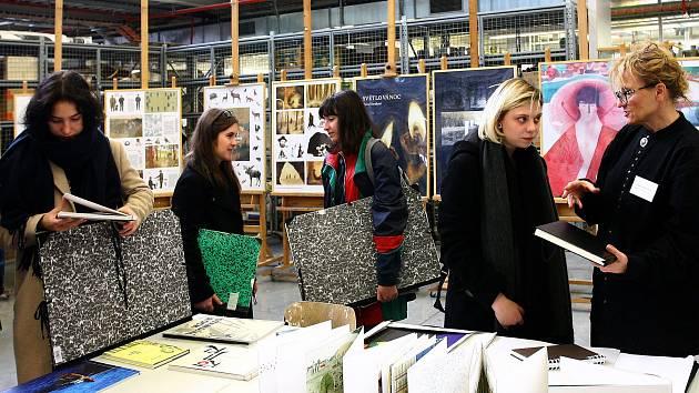 Zájemci o studium umění si prohlédli Sutnarku.