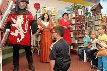 Už podeváté se konalo v doubravecké knihovně tradiční pasování prvňáčků