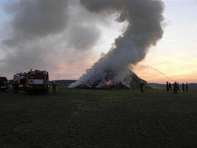 Požár stohů na Rokycansku