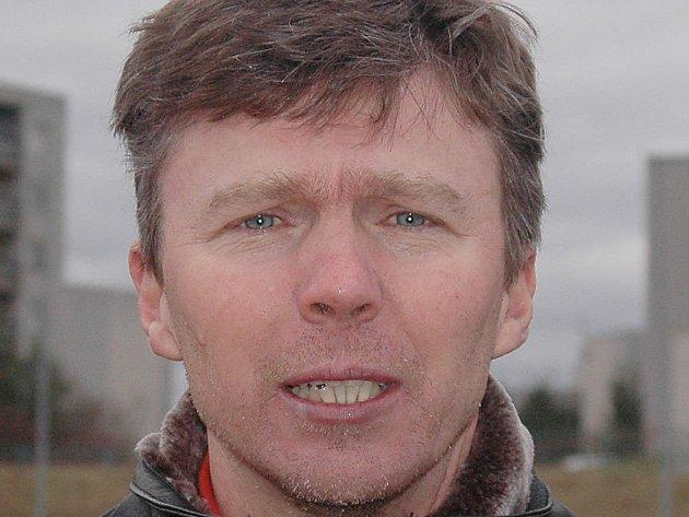 Trenér fotbalistů  Senca Doubravka Ivan Kovacs.