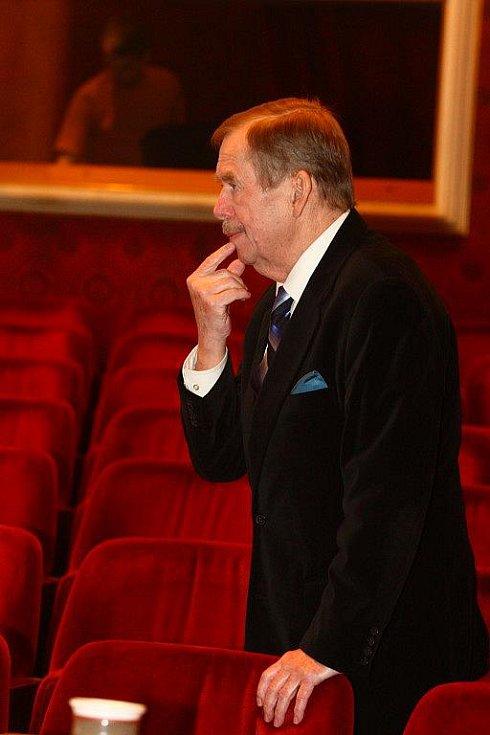 Václav Havel v plzeňském Velkém divadle v roce 2008 na zkoušce své hry Odcházení