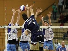 V prvním semifinále Českého poháru volejbalistů zdolali hráči Ostravy (v útoku) Fatru Zlín 3:2 a představí se ve finále.