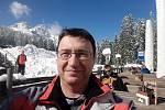 Lékař Richard Pikner na lyžích v Itálii. Po návratu musel do karantény.