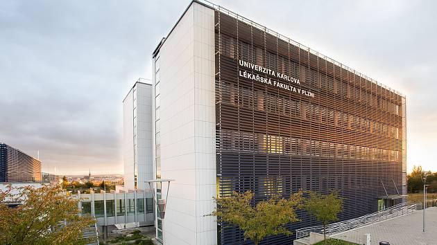 Lékařská fakulta v Plzni přijala část studentů bez přijímacích zkoušek, stačily jedničky.
