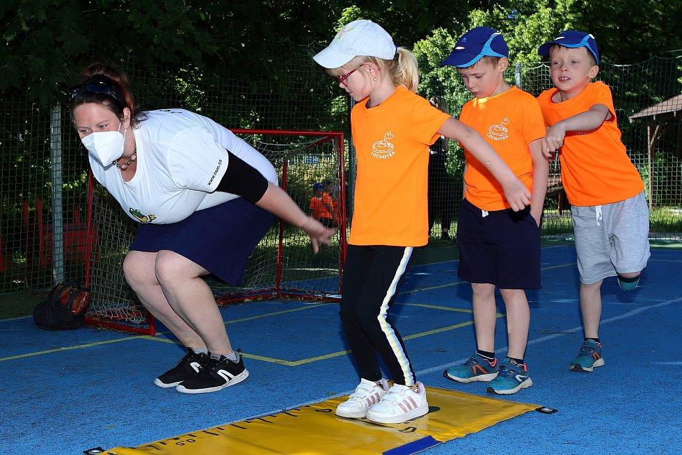 Děti si mohou vyzkoušet tradiční disciplíny Sportovních her mateřských škol jako je skok z místa...