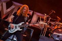 Slavné heavymetalové kapely Judas Priest a Megadeth v úterý rozpumpovaly plný zimní stadion v Plzni.