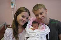 Maminka Markéta a tatínek Tomáš Krynský z Plzně chovají prvorozenou dceru Natálku (2,64 kg, 47 cm), která se narodila 10. prosince ve 13:03 v plzeňské fakultní nemocnici