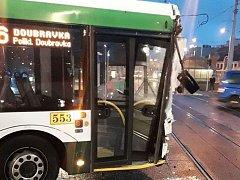 Nehoda trolejbusu a tramvaje