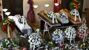 Rodina a blízcí se v pátek rozloučili s oběťmi tragické dopravní nehody