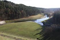 Pohled z hracholuské přehrady.