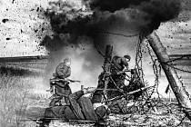 Především těžké osudy prostých vojáků přiblíží výstava nazvaná 65 obrazů války a vítězství, která je k vidění v plzeňské Galerii U Andělíčka