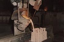 Přesné lití je součástí výrobního procesu v Elitexu Kdyně od poloviny 50. let. Snímek pochází z roku 1988