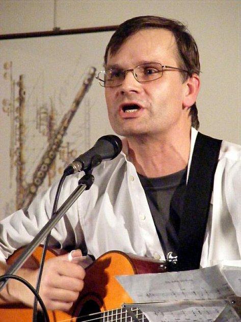 Kapelník z Klobouku dolů Josef Gruber při křtu CD