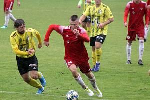 Kryštof Bílik (červený dres - číslo 24) v zápase proti Přešticím.