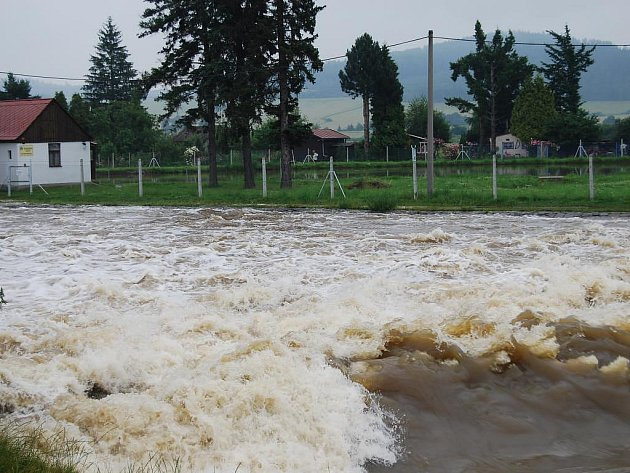 Velká voda u Přeštic na jižním Plzeňsku v pondělí 29. června