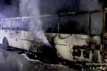 Požár autobusu na dálnici D5