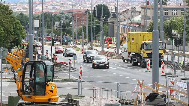 Na Karlovarskou třídu se vrátí tramvaje ve středu