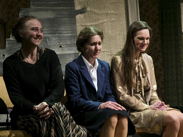 Tři sestry v podání (zleva) Apoleny Veldové, Jany Kubátové a Zuzany Ščerbové