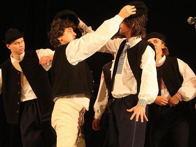 Tradiční součástí československých dnů jsou v západočeské metropoli i vystoupení slovenských folklórních skupin