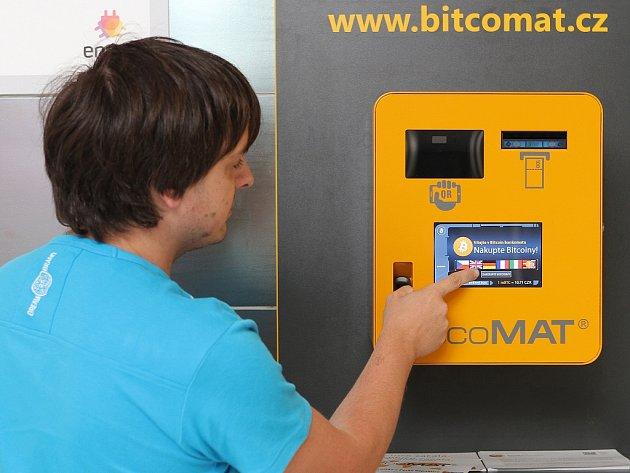 Do nového přístroje vložíte české koruny a do virtuální peněženky vám naskočí bitcoiny