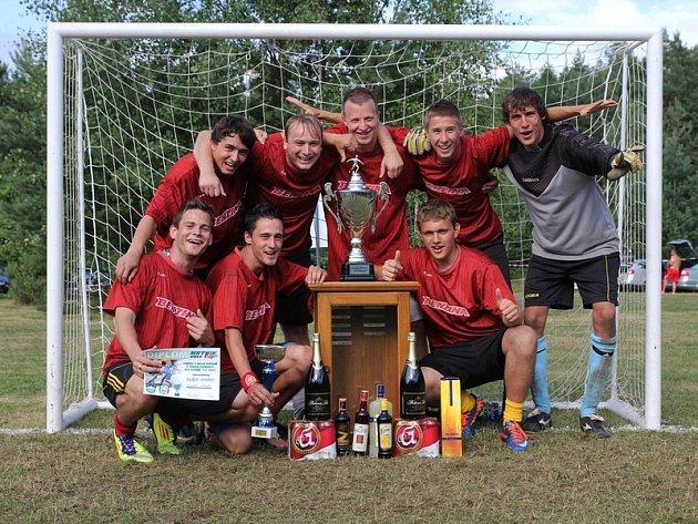 Fotbalisté FK Sokola Kralovice budou v Mrtníku obhajovat výhru na tradičním klání v malé kopané