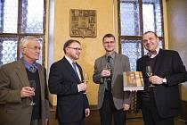 Publikaci pokřtili zleva Jaroslav Douša, Adam Skála, Karel Řeháček a primátor Plzně Martin Baxa.