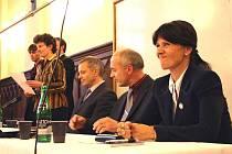 Poprvé v historii stane v čele ZČU žena. Ilona Mauritzová (vpravo) získala od akademického senátu těsnou nadpoloviční většinu.