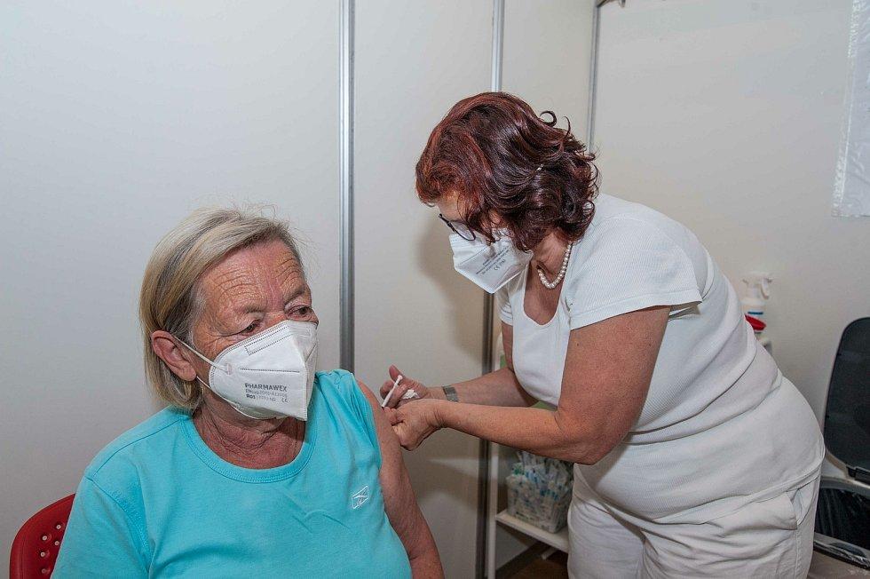 Ve velkokapacitním očkovacím centru v Plzni probíhá očkování bez registrace.