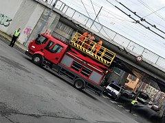 Stržené trolejové vedení omezilo provoz trolejbusů.
