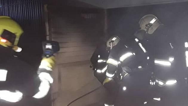 Požár ve skladu na Borských polích