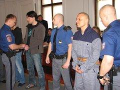 Martin Janů a Roman Bednář u soudu
