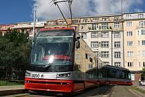 Nová tramvaj ŠKODA ForCity projela jako první trasu úsek Ústřední dílny Dopravního podniku v Hostivaři – Olšanské náměstí v Praze 3.