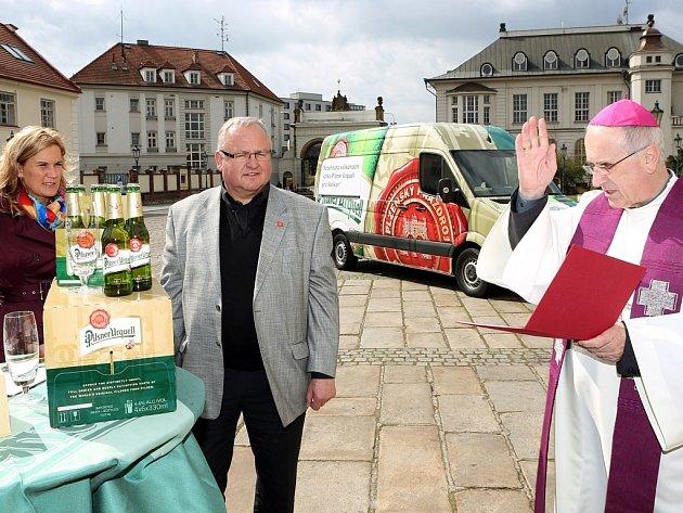 Biskup František Radkovský požehnal pivu, které zamířilo do Říma