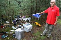 Ladislav Pech našel v lese namísto hub skládku odpadků.