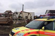 K požáru v Kokořově jela i záchranná služba. Naštěstí ale nebyl nikdo zraněn