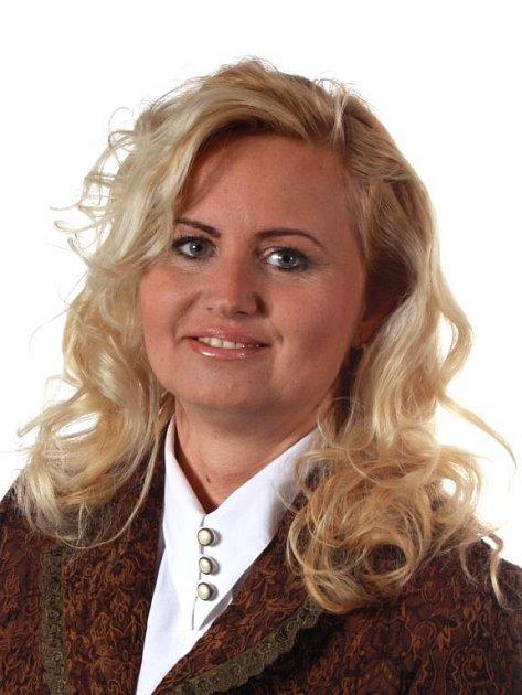 Dagmar TERELMEŠOVÁ(38), neuvolněná radní pro sociální věci. Má 20letého syna a 17letou dceru. Působí jako místostarostka Dobřan. Původně zdravotní sestra, pak začala podnikat