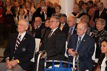 Vernisáže výstavy se zúčastnili také veteráni americké armády Earl Ingram (vlevo) a Robert Muthersbaugh (vpravo).