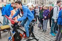 Dny vědy a techniky letos Plzeňanům nabídnou celkem jednatřicet expozic, přičemž na jednom z tradičně nejoblíbenějších  stanovišť budou návštěvníci opět vyrábět elektřinu šlapáním na speciálně upraveném spiningovém kole