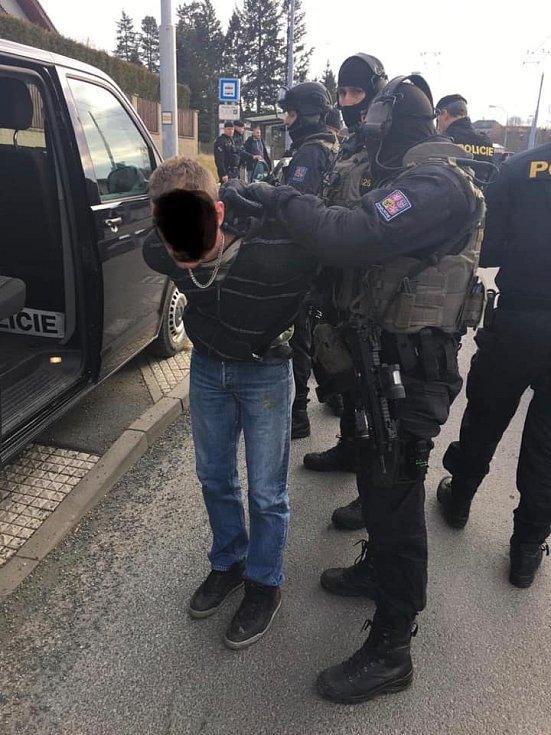 Muže, po kterém policisté pátrali celé čtvrteční dopoledne, dopadli v Černicích.