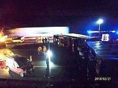 Nehoda nákladního auta na dálnici D5 nedaleko tunelu Valík