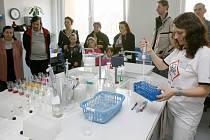 Povodí Vltavy na Denisově nábřeží odpovídalo na otázky o kvalitě vody ve studních. Bylo možné nechat si udělat i rozbor vlastní vody
