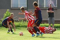 FOTBALISTÉ LETNÉ (na archivním snímku v červenobílém) vybojovali po výsledku 0:0 jeden bod v Hradišti.