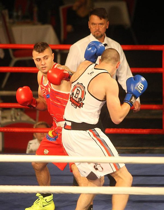 Zápas kategorie do 75 kg mezi Podluckým a Helekalem