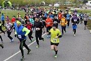 Účastníky Krajského Půlmaratonu Plzeňského kraje neodradilo ani chladné a deštivé počasí