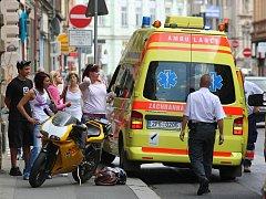 Při nehodě motorky a osobního automobilu se naštěstí nikdo nezranil