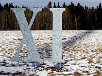 Rekordní sluneční hodiny u Bezvěrova právě ukazují jedenáct.