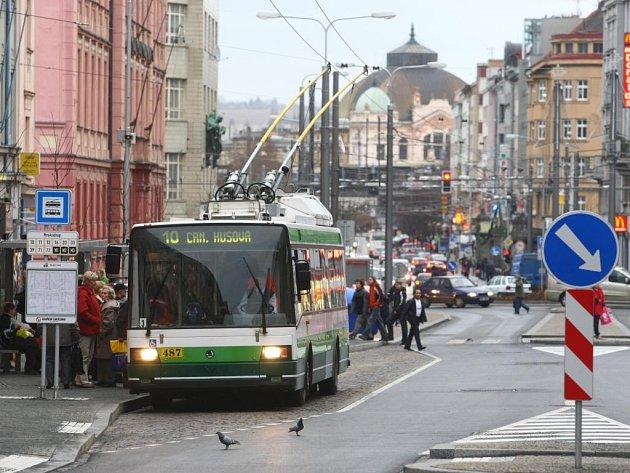 V pondělí 22. prosince mohli Plzeňané poprvé vidět zrekonstruovanou Americkou třídu opět plně průjezdnou. Zatím ale jen pro MHD